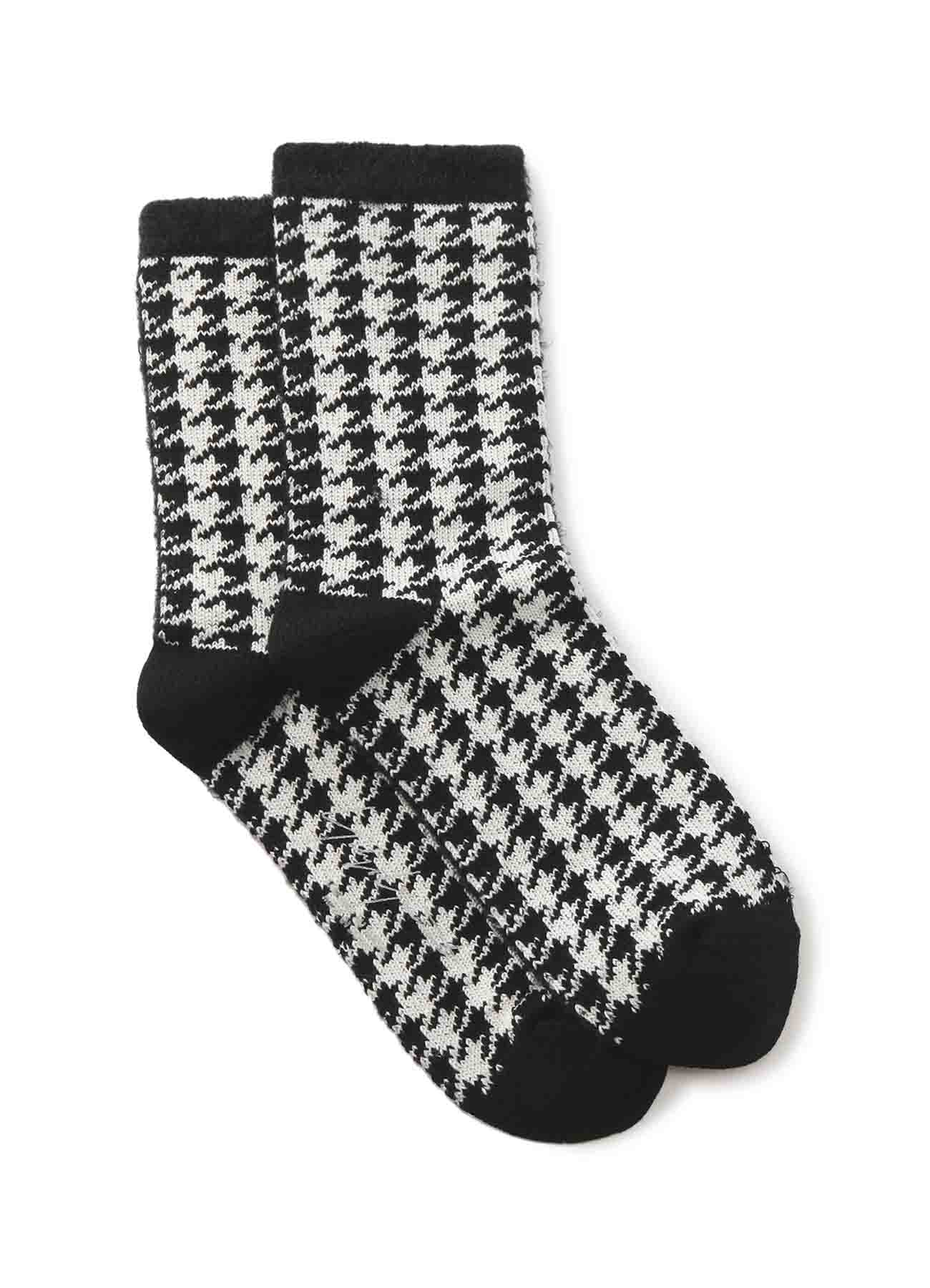 CT AC NY FUR A HALF HOUNDSTOOTH SOCKS