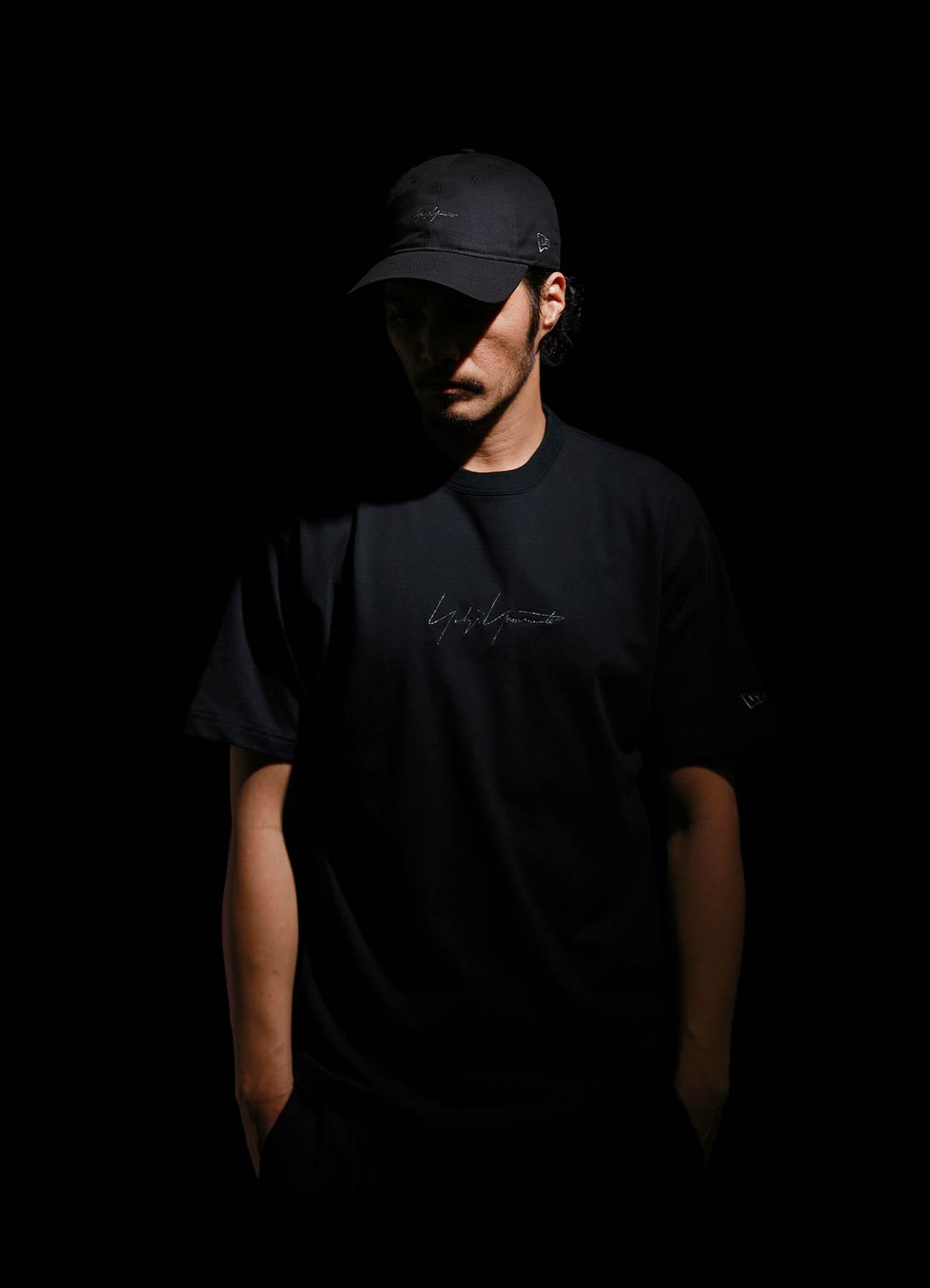 Yohji Yamamoto × New Era METALLIC BLACK SIGNATURE CAP KEY HOLDER