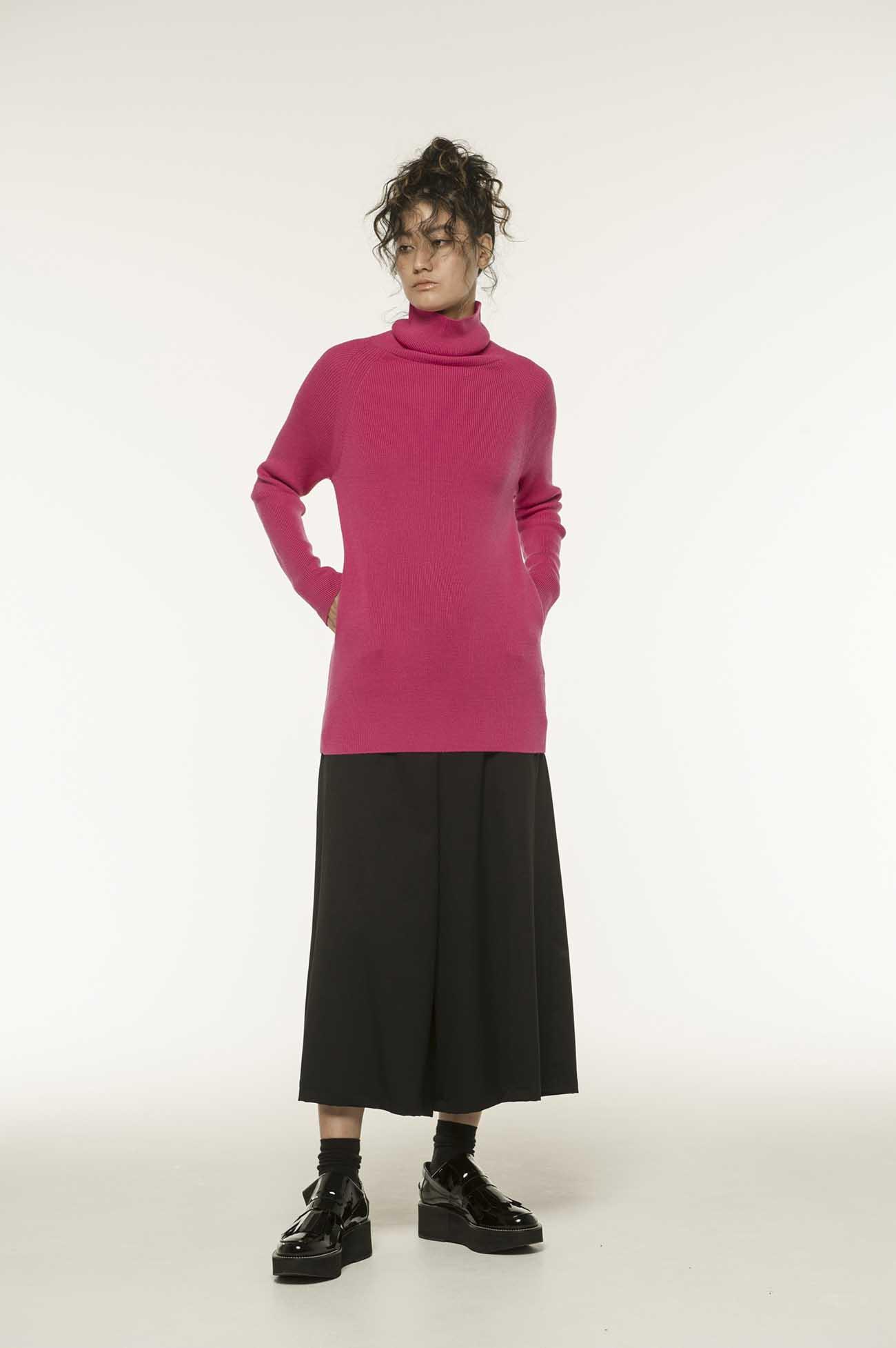 高领弹性羊毛衫