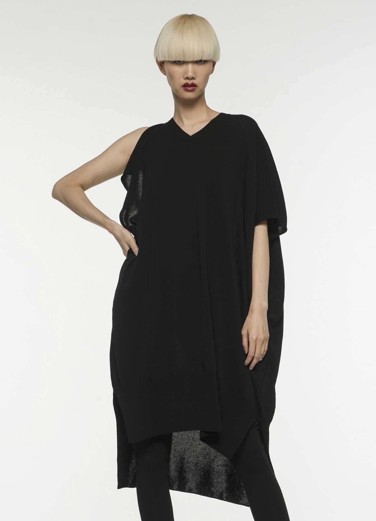不对称设计宽松版针织连衣裙