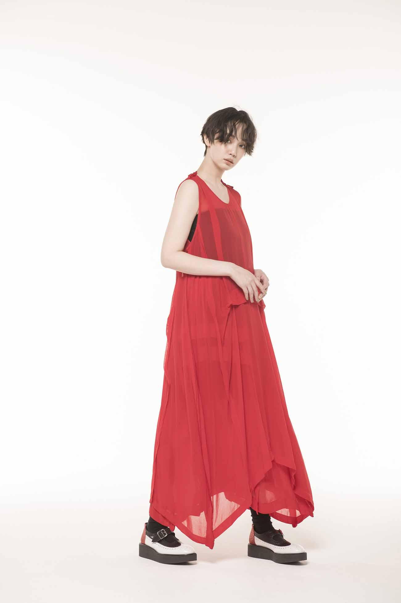 製品染シフォンノースリタックドレス