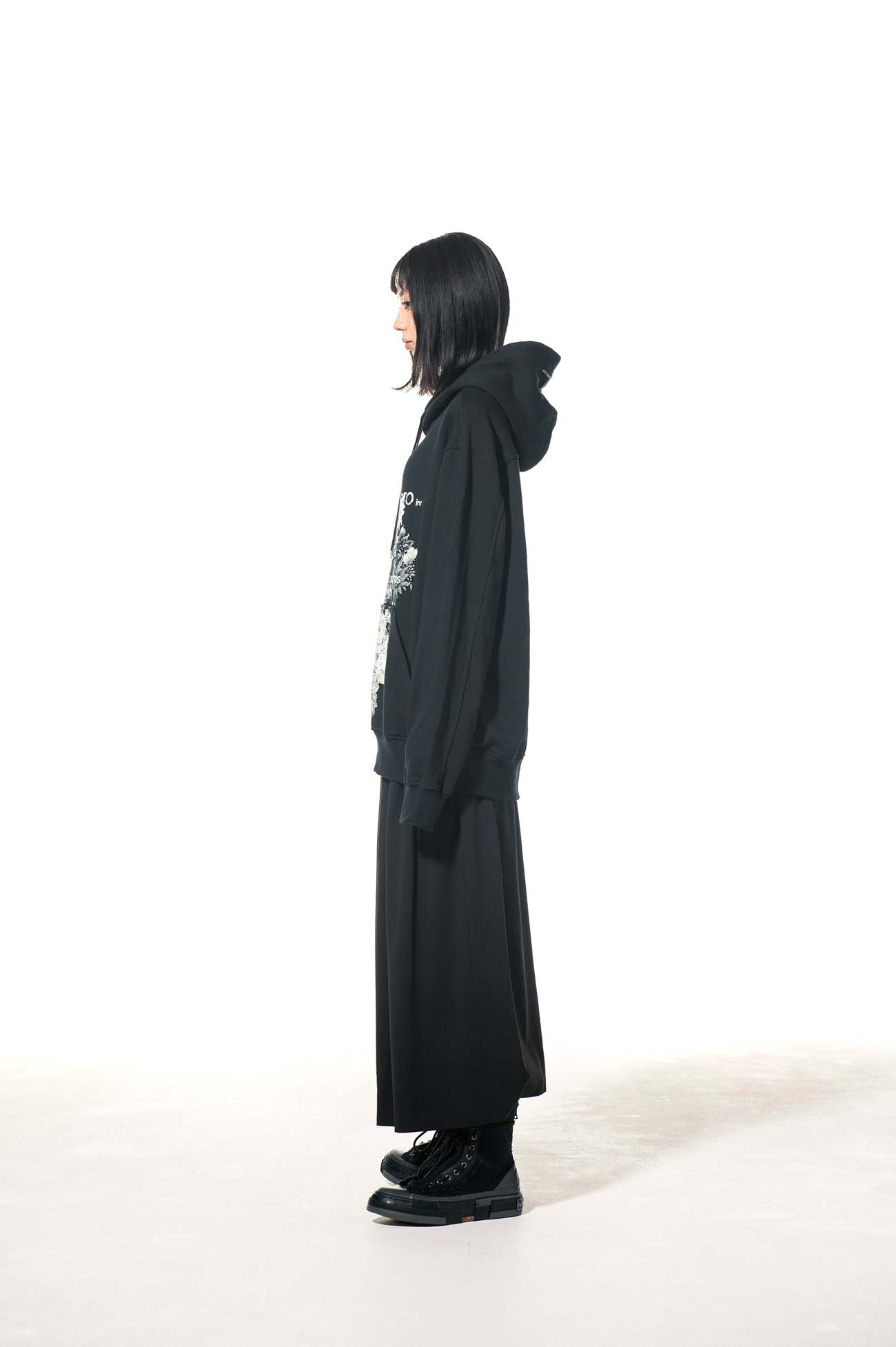 French Terry Stitch Work Blooming flowers「Black Is Modest」Message Hoodie