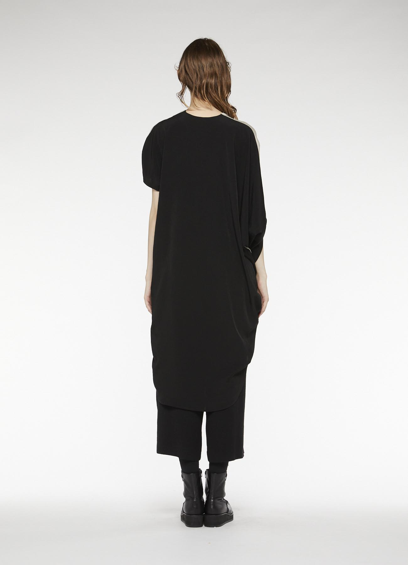 RISMATbyY's DESIGNED SLEEVE ASYMMETRICAL DRESS