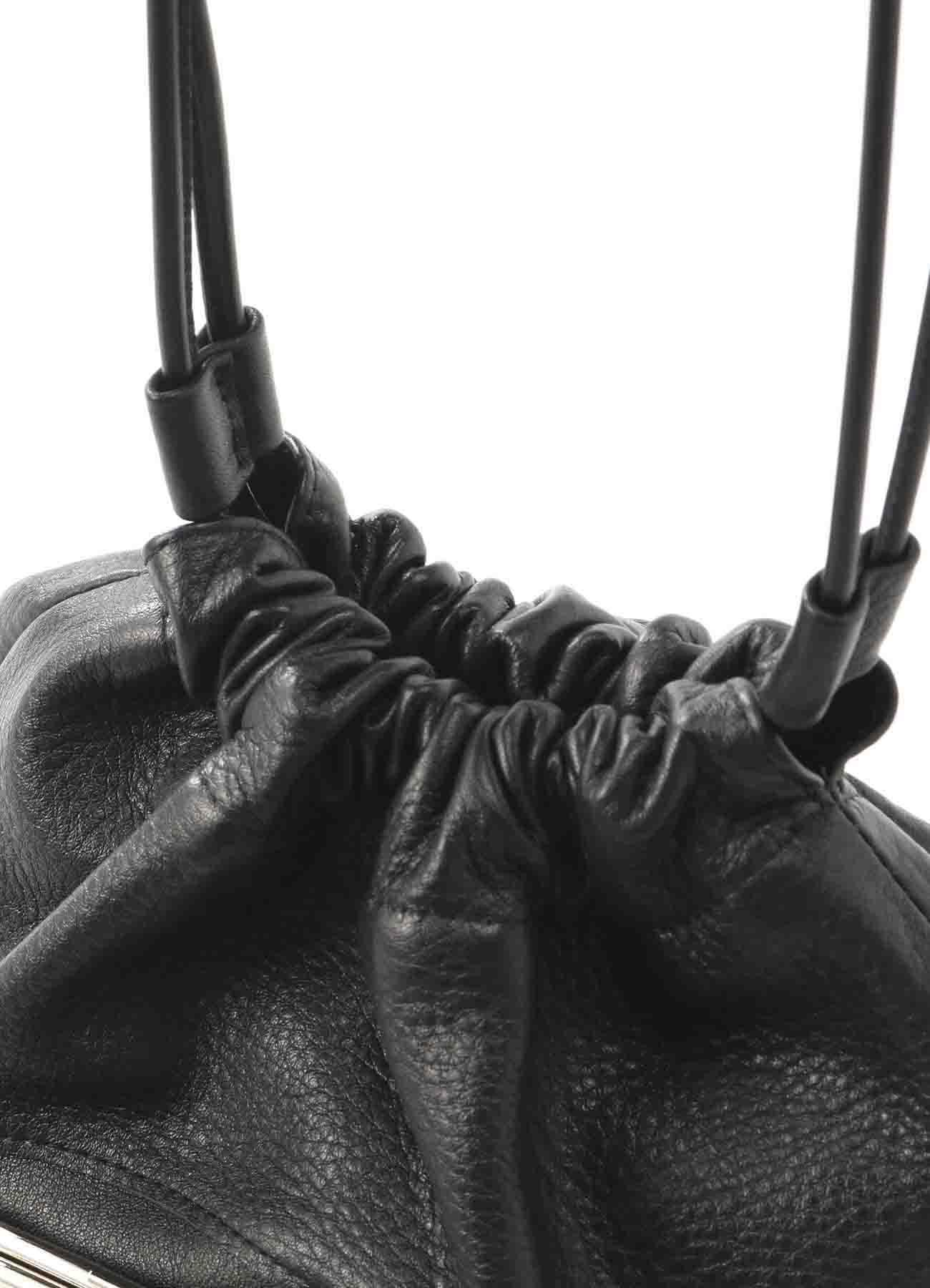 软皮抽绳小包