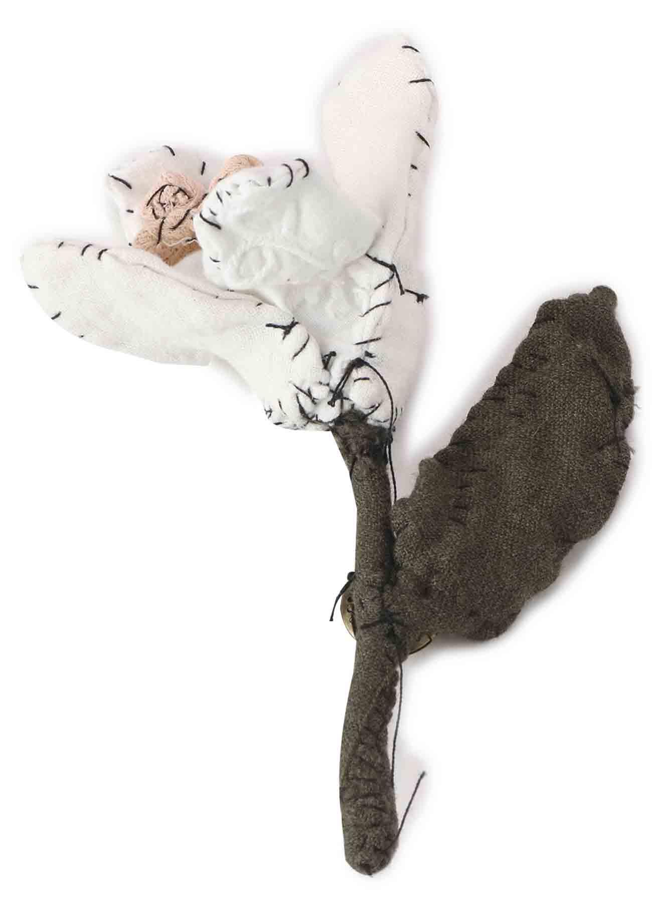 花朵胸针PIECE UNIQUE KAYO NAMAMURA由Y's ×Anne-Valerie Dupond设计